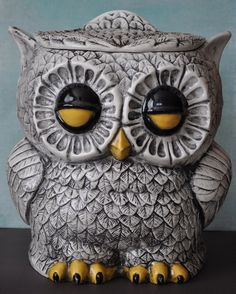 Excellent vintage cookie jar from A few minor chips, but very clean. Owl front is on both sides. Owl Kitchen, Crazy Owl, Owl Cookies, Owl Always Love You, Ceramic Owl, Vintage Cookies, Vintage Owl, Owl Art, Cute Owl