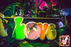 scenografia flower power #discoteca #discoteche #partyatema
