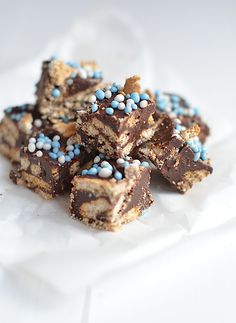 Babyshower fudge, easy to make:-) Baby Shower Cupcake Cake, Baby Shower Desserts, Sweet Recipes, Snack Recipes, Dessert Recipes, Snacks, Healthy Recipes, Four, High Tea