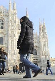 Per chi ha in programma di trascorrere qualche giorno a #Milano vi indichiamo un #itinerario originale da percorrere quasi interamente a #piedi per #visitare la città di giorno e di notte.