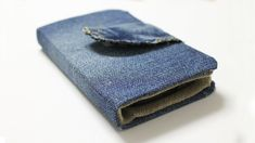 How to make a Phone Case out of Jeans - DIY Wallet Phone Case Easy. This video shows how to make a phone case out of jeans. This wallet phone case is very easy to make. Diy Wallet Phone Case, Diy Wallet No Sew, Diy Wallet Easy, Diy Wallet Pattern, Make A Phone Case, Cell Phone Pouch, Wallet Tutorial, Mini Mochila, Crochet Phone Cases