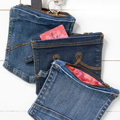 Refashion old jean pockets and zips into easy-sew purses. Find the DIY in issue 37 Sewing Magazines, Organizing, Organization, Denim Crafts, Diy Bags, Old Jeans, Sewing Blogs, Old T Shirts, Craft Fairs