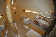 World's Most Luxurious Airlines Emirates Airlines Private Spa Suite Emirates Airline, Emirates A380, Emirates First Class, Flying First Class, First Class Flights, Luxury Cabin, Airbus A380, Travel List, Luxury Travel