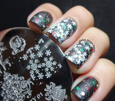 Dazzling Glitter Snowflake  Stamping Nail: https://www.facebook.com/UnhasmPaixao/photos/a.963330787026147.1073741826.533094470049783/1055730701119488/?type=1