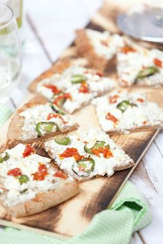 An easy pizza for an appetizer - Jalapeno Popper White Pizza - Low Calorie, Low Fat, Healthy Recipe #SundaySupper #ad