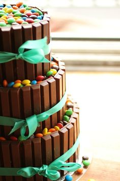 Wedding Cakes - smarties & kit-kats - from http://matome.naver.jp/odai/2132879830063938301/2132880032363972503