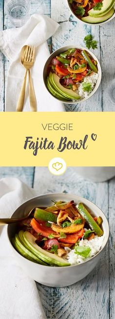 Bunt gefüllt mit veganen Köstlichkeiten ist diese Veggie Fajita Bowl mit Avocado und Limettenreis perfekt für den Lunch oder das schnelle Abendessen.