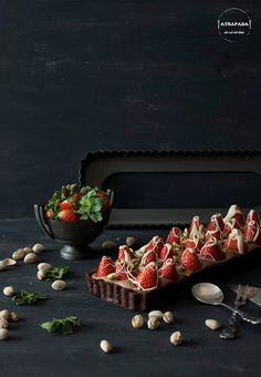 TARTA DE CHOCOLATE, MOUSSE DE NUTELLA, FRESAS Y PISTACHOS (via Bloglovin.com )