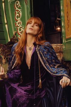Today we are going to make a small chat about 2019 Gucci fashion show which was in Milan. When I watched the Gucci fashion show, some colors and clothings. Gucci Florence, Florence Welch Style, Florence Welch Hair, Boho Chic, Bohemian Mode, Retro Fashion, Boho Fashion, Fashion Tips, 70s Fashion