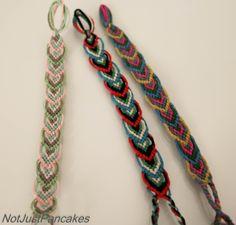 Det går mot varmere dager her, så jeg har begynt å flette armbånd igjen. Jeg har funnet en del nye mønstre nå slik at jeg kan endre litt på de. På den måten slipper jeg at alle er like. Dette mønst… Diy Gifts, Embroidery, Needlepoint, Diy Presents, Handmade Gifts, Crewel Embroidery, Embroidery Stitches