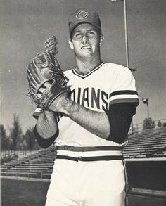 Steve Dunning Cleveland Baseball, Cleveland Indians, Mlb Uniforms, Indians Baseball, Old School, Baseball Cards, History, Sports, Historia