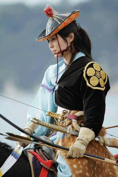 """""""Yabusame is an art of samurai warriors. Archers ride a horse and shoot the three targets while running. Women were barred from performing the Yabusame until After that, interest has grown, and many women practice art nowadays. It's beautiful, isn't it? Female Samurai, Samurai Art, Japanese Culture, Japanese Art, Traditional Japanese, Mounted Archery, Japanese Warrior, Kamakura, Warrior Girl"""