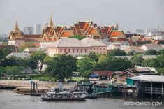 Bangkok is dynamic and vibrant, packed with things to do and places to see. Wonder what to do in Bangkok? This 3 day Bangkok itinerary has it all! Bangkok Market, Bangkok Shopping, Bangkok Travel, Bangkok Outfit, Grand Palace Bangkok, Bangkok Itinerary, Premier Pools, Thailand Travel Tips, Asian