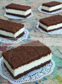 Είναι γαλακτοφέτες! Είναι νόστιμες!Είναι συνταγή για παιδιά και μοιάζουν με του εμπορίου αλλά χωρίς συντηρητικά! Υλικά για  ταψ... Greek Sweets, Greek Desserts, Sweet Recipes, Snack Recipes, Dessert Recipes, Sweets Cake, Cupcake Cakes, Famous Desserts, Lava Cakes