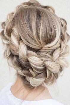 Do you know how to create a crown braid? You should definitely learn about this pretty braiding technique. See cute styling options.