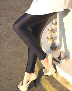 Shiny legging and heels