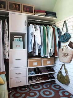 Smart Closet Carve out a slender hanging space for long clothing, add drawers for delicate items and jewelry, install shelves to corral shoes down low, and cap the whole system off with a single shelf to hold out-of-season or special-occasion gear. Still need more storage? Try lining bare walls with a slat-board system. Use the grooves to support hangers for purses or other accessories.