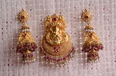 Gold Haram Designs, Gold Earrings Designs, Gold Jewellery Design, Bead Jewellery, Beaded Jewelry, Silver Jewelry, Gold Designs, Temple Jewellery, Indian Jewelry