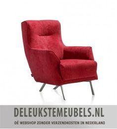 Deze moderne fauteuil Roskilde op hippe schuine rvs pootjes van het merk Henders & Hazel is echt gaaf! Hij is uitgevoerd in de stof Monta in de warme kleur rood (stofgroep 2). Monta is een platweefsel en is geschikt voor intensief woongebruik en werken. De fauteuil heeft een comfortabele hoge rug, waardoor je jouw hoofd ten ruste kan leggen. Heerlijk! Deze stoel zit als gegoten en is toch niet kolossaal. Prachtig!