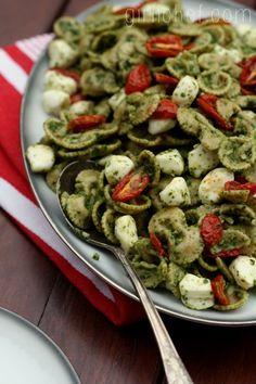 Caprese Pasta Salad + Hodgson Mill #SummerPastabilities Contest & Giveaway | www.girlichef.com