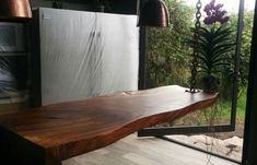 The parota tree is known for reaching large sizes, meaning wooden countertops can be cut up to several meters long.
