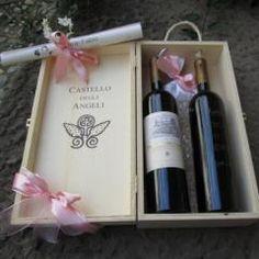 #Bomboniera di #vino firmata @CastleOfAngels  Per i vostri ospiti un #regalo raffinato e unico nel suo genere!