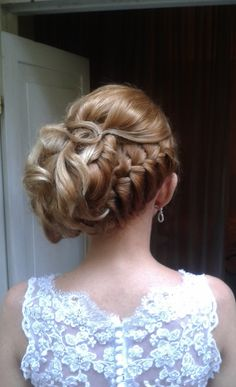 Rome, Italy wedding hairstyle for a bride by Janita Helova  http://www.hairmakeupnails-rome.com/
