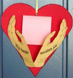 Mijn handen omvatten jou. www.gelovenisleuk.nl Moederdag