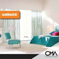 Puedes aprovechar el espacio de tu habitación para colocar mobiliario que te permita crear diferentes 'spots' de relajación sin cruzar la puerta