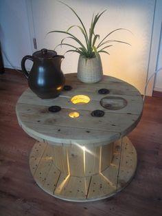 Kabeltrommel Holztisch mit Beleuchtung
