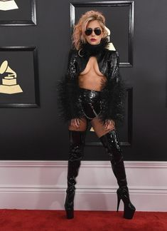 Leave it to Lady Gaga to make our jaw drop. Fresh off a showstopping performance at the Super Bowl last weekend, Lady Gaga showed up at the Grammys adorned Lady Gaga Outfits, Lady Gaga Fashion, Images Lady Gaga, Lady Gaga Pictures, Lady Gaga Looks, Moda Lady Gaga, Lady Gaga Grammy, Fotos Lady Gaga, Beyonce