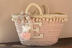 Y LLEGÓ EL FIN DE CURSO. CESTAS DECORADAS. - Lorena Valera Summer Handbags, Straw Handbags, Summer Bags, Beach Basket, Sewing Case, Art Bag, Jute Bags, Boho Bags, Craft Bags
