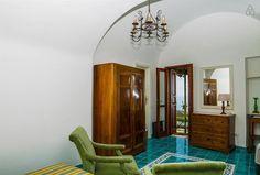 Dai un'occhiata a questo fantastico annuncio su Airbnb: A Sea View Nest for Two a Amalfi ww.divineamalfi.it Villas and Apartments for rent Amalfi Coast