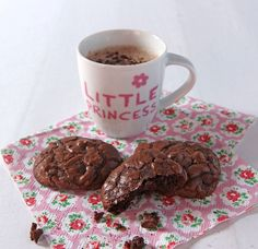 These chocolate brownie cookies are melt in your mouth, the outside is slightly crisp revealing a softer, gooey centre similar to a chocolate brownie, the unrefined light muscovado sugar adds to the gooiness.
