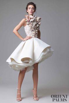 "Krikor Jabotian ""Dahlia"", İ / Y 2016 – Haute Couture - Hochzeitskleid Modern Bridal Robes, Bridal Dresses, Bridesmaid Dresses, Wedding Dress, High Fashion Dresses, Short Dresses, Fashion Outfits, Dress Fashion, High Fashion Street Style"