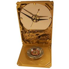 Go for the Gold Hard Drive Clock from Recycled Hard Drive with Copper Motor Accent. Etsy $45.00 Recycled Robot, Pc Parts, Disco Duro, Electronic Art, Electronics Projects, Hdd, Metal Art, Gold Watch, Retro