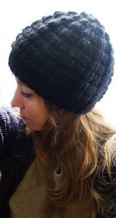 Bonnet damier - A l'ombre du cactus Newborn Crochet Patterns, Knitting Patterns, Knitted Baby Blankets, Knitted Hats, Skirt Pattern Free, Free Pattern, Loom Knit Hat, Bonnet Crochet, Headband Pattern