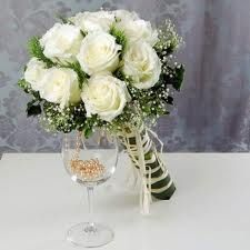 white roses and babies breath
