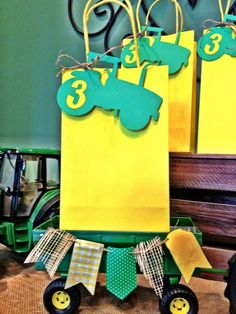 12 John Deere Tractor Birthday party favor tags for your favor Bags #JohnDeere #BirthdayChild                                                                                                                                                                                 Más