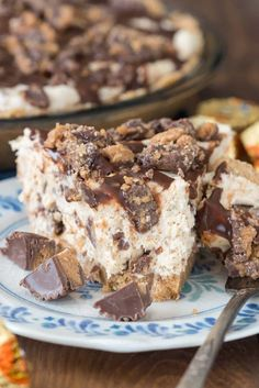 No Bake Peanut Butter Cup Pie - this easy no bake peanut butter cheesecake is full of peanut butter cups with a NUTTER BUTTER pie crust! The Best Peanut Butter Pie Recipe, Peanut Butter Cup Pie Recipe, Peanut Butter Desserts, Köstliche Desserts, Delicious Desserts, Dessert Recipes, Nutter Butter, Dinner Recipes, Fudge