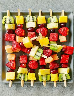3 quick and easy recipes for delicious party snacks - H .- 3 schnelle und einfache Rezepte für leckere Party Snacks – Haus Dekoration Mehr 3 quick and easy recipes for delicious party snacks # appetizers - Snack House, Appetizer Recipes, Snack Recipes, Recipes Dinner, Appetizers, Sandwich Recipes, Fruit Kebabs, Easy Recipes For Beginners, Snacks Für Party