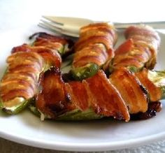 Recipe for Jalapeño Poppers! Mix and match to make it your own! Maybe try substituting the cream cheese with pepper jack cheese! Jalapeno Popper Recipes, Bacon Wrapped Jalapeno Poppers, Stuffed Jalapenos With Bacon, Stuffed Peppers, Chili Recipes, Pork Recipes, Cooking Recipes, Healthy Recipes, Healthy Food