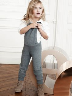 dont you LOVE this little girl outfit?!?