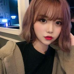 cute girl ulzzang 얼짱 pretty kawaii adorable beautiful hot fit korean japanese asian soft aesthetic 女 女の子 g e o r g i a n a : 人 Ulzzang Short Hair, Korean Short Hair, Ulzzang Korean Girl, Cute Korean Girl, Pelo Ulzzang, Ulzzang Girl Fashion, Peinados Pin Up, Uzzlang Girl, Asian Hair