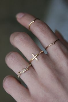 Simple Gold Knut Midi Ring, Pinky Ring from Kellinsilver.com