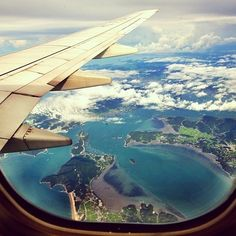 Take me somewhere now! Travel Bugs, Fun Travel, Travel Hacks, Airplane Window, Airplane View, Places To Travel, Oh The Places You'll Go, Travel Destinations, Travel Things