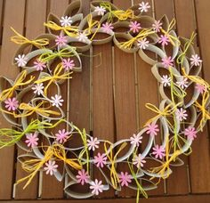 Spring wreath made with tp rolls Toilet Paper Roll Art, Paper Plate Crafts For Kids, Toilet Paper Roll Crafts, Cardboard Crafts, Diy Paper, Wreath Crafts, Diy Crafts, Paper Wreaths, Towel Crafts