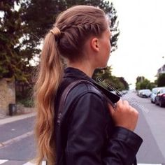 Cute braid/ponytail for a sporty look.
