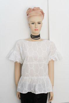 White frill top. FREE sewing apttern on Greenie Dresses for Less blog. #diyfashion #diytop #sewing #freepatterns
