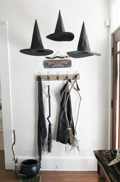 Halloween Home Decor - Witch decor - broom parking - farmhouse halloween decor - DIY halloween decorations - floating witches hats - easy halloween decor Farmhouse Halloween, Chic Halloween, Holidays Halloween, Halloween Crafts, Halloween Kitchen Decor, Modern Halloween Decor, Halloween 2020, Rustic Halloween, Halloween Witches
